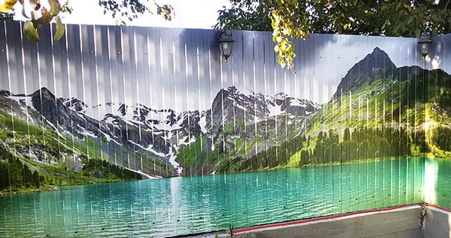 Панорамное изображение на заборе