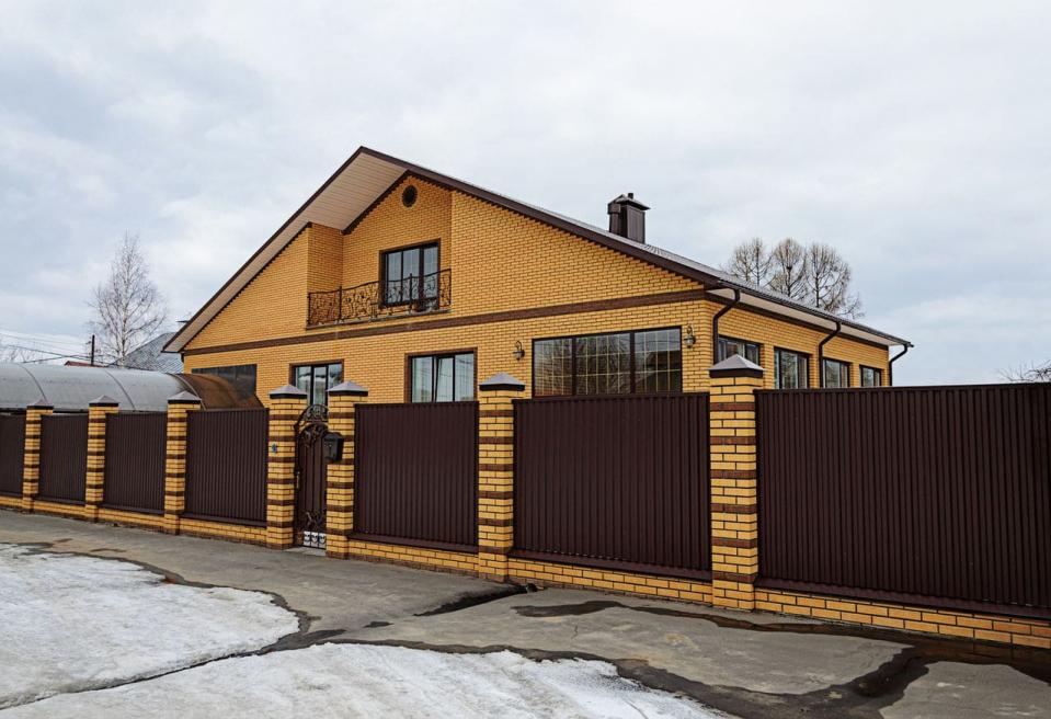Как сочетать между собой забор и дом
