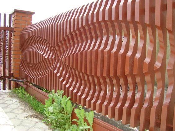 необычный забор из дерева