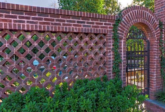 красивый забор из кирпича