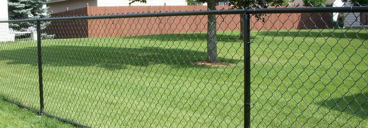 забор из сетки-рабицы готовый