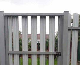 забор из одностороннего металлического штакетника обычный порядок