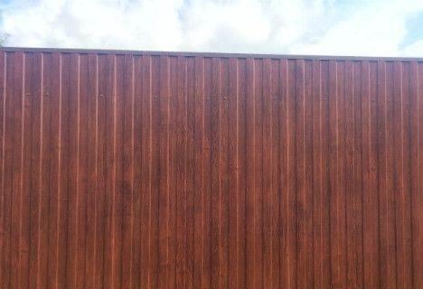 забор из профнастила с покрытием имитация дерева