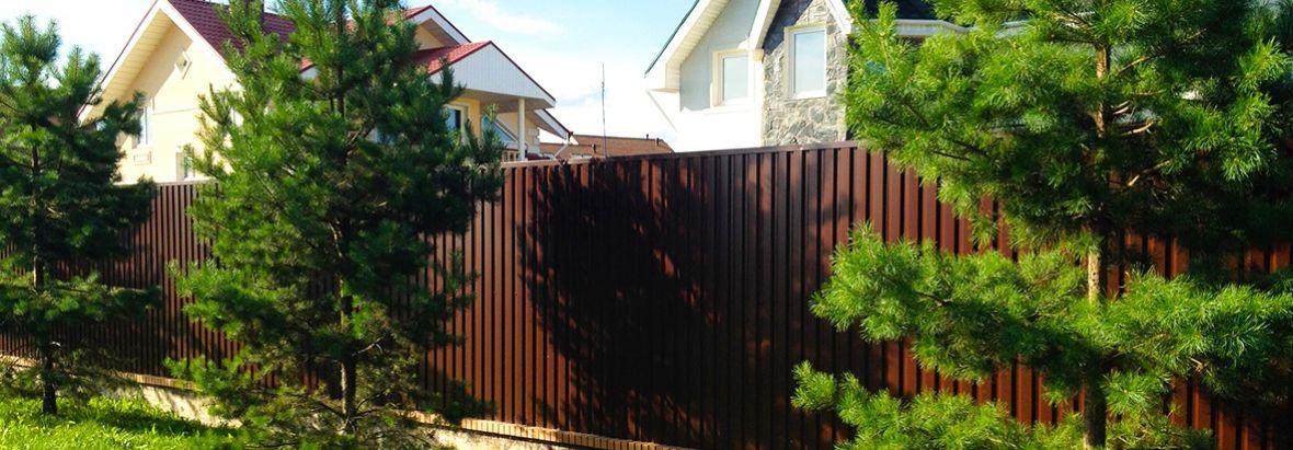 Забор из профнастила графитового цвета