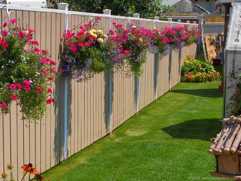 Как украсить забор. Плетень, забор из профнастила, забор на даче
